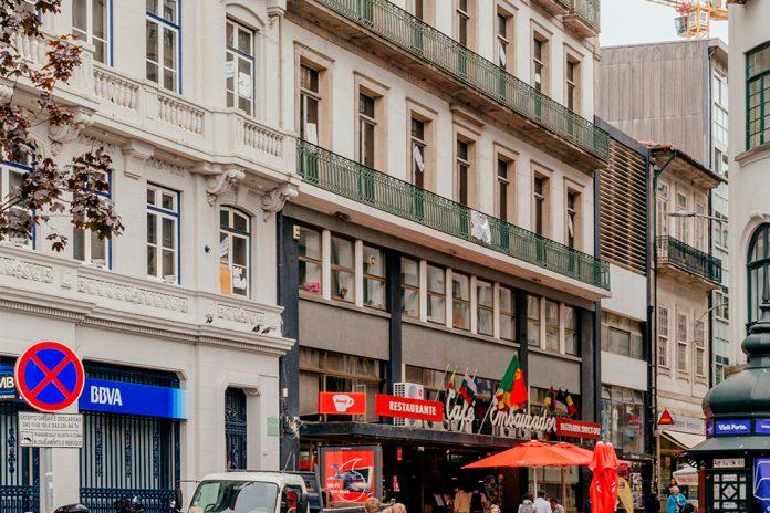 Edifício do Café Embaixador, no Porto, reconvertido em apartamentos