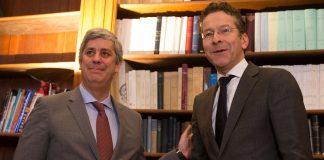 Mário Centeno, à esquerda, Jeroen Dijsselbloem, à direita, na transmissão do cargo de Presidente do Eurogrupo