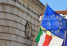 Mercado único europeu faz 25 anos. Bandeira da UE e de Itália em Lisboa, livre circulação dos europeus