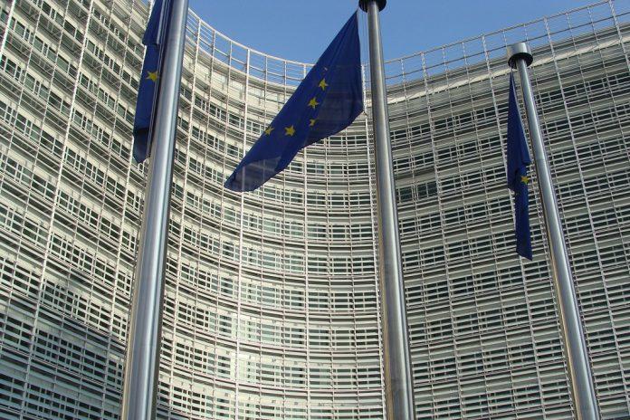 Comissão Europeia recomenda uso de testes rápidos contra a COVID-19