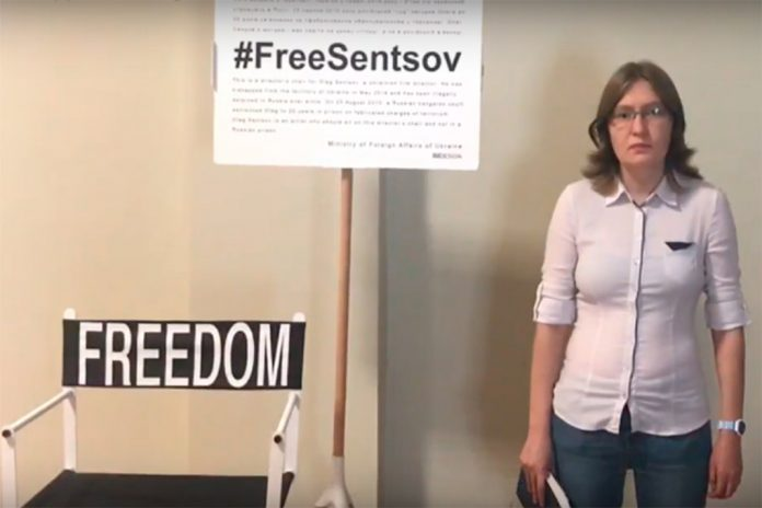 Natallia Kaplan apela, em vídeo, à libertação do irmão Oleg Sentsov
