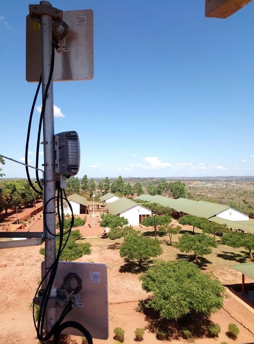 Fraunhofer AICOS, do Porto, liga escolas, mercados e hospitais de Moçambique à internet