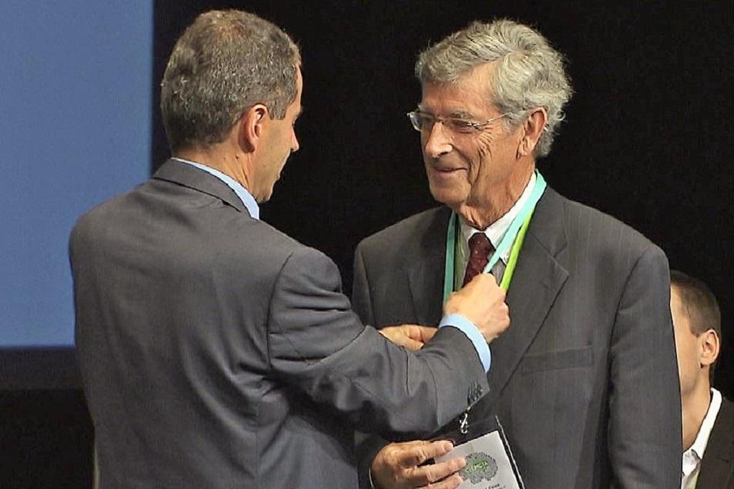 Manuel Paiva, físico, professor jubilado da Universidade Livre de Bruxelas, distinguido com Medalha de Mérito Científico pelo Ministro da Ciência, Tecnologia e Ensino Superior.