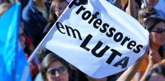 Professores em greve às avaliações contra serviços mínimos