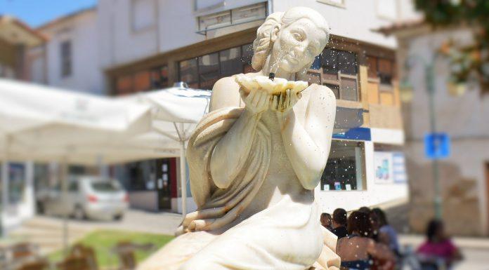 Estátua em mármore a 'Maria da Fonte', Macedo de Cavaleiros, Portugal. Foto: Rosa Pinto