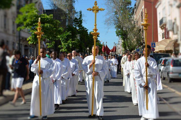 Procissão do Corpo de Deus, dia 31 de maio, percorre ruas de Lisboa