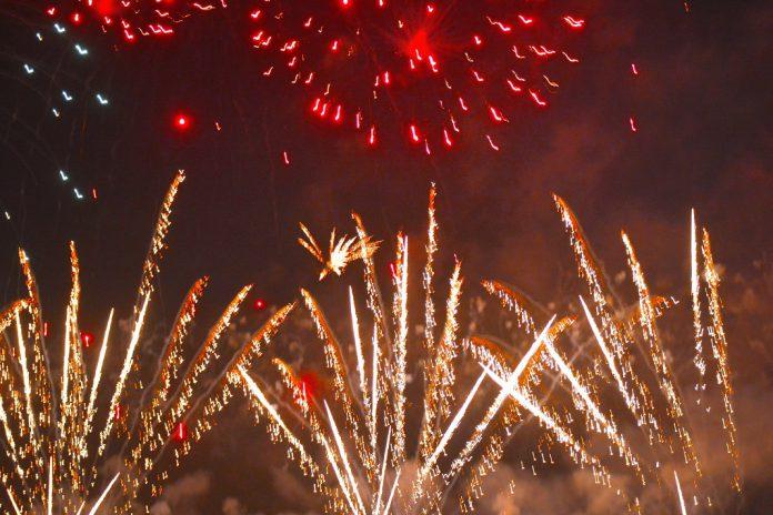 Festa de fim de ano em Braga reúne milhares na Avenida Central