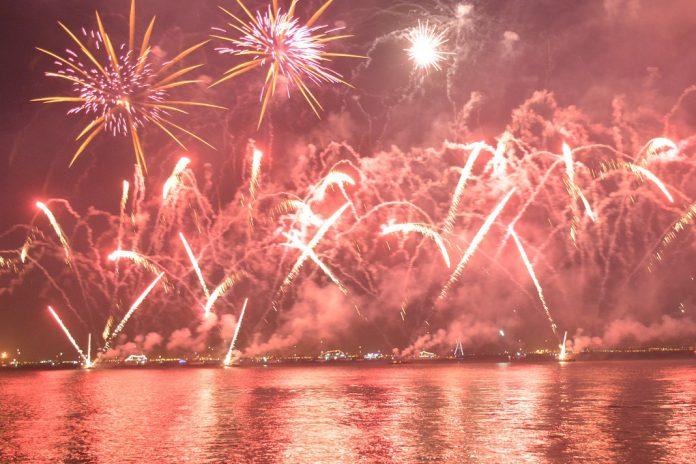 Festa de ano novo em Almada com concerto de Anselmo Ralph