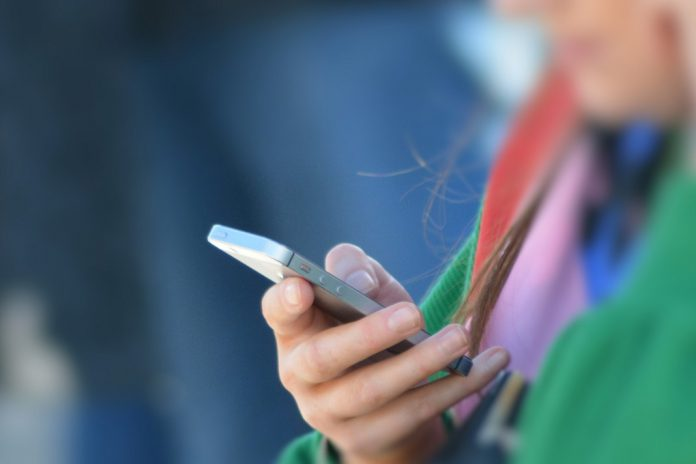Smartphones prejudicam alguns adolescentes, mas não todos