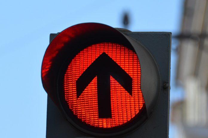União Europeia adota semáforos para controlar deslocações devido à pandemia