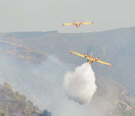 Dispositivo aéreo de combate a incêndios tem 30 meios aéreos