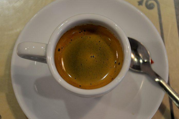 Está a beber e a pagar o café com a qualidade que está na chávena?
