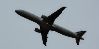 Viagem de avião de longa distância aumenta risco de tromboembolismo venoso