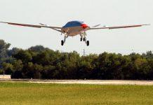 Reabastecedor aéreo não tripulado, o Boeing MQ-25, completa primeiro voo de teste