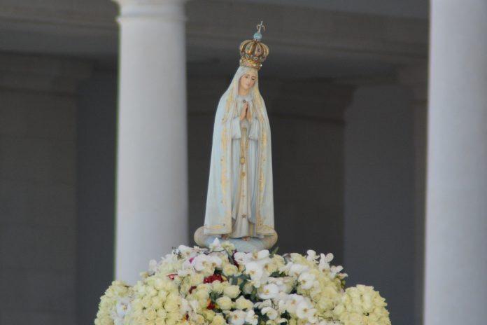 Imagem de Nossa Senhora de Fátima em visita ao Panamá tem encontro com Papa