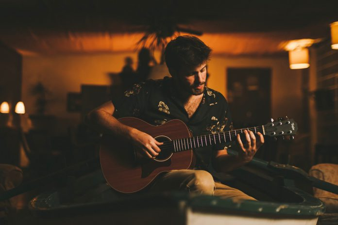 Tiago Nacarato no palco EDP Fado Café do NOS Alive 2019