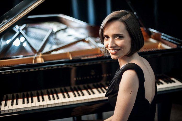 Pianista Marta Menezes em 5 Concertos para Piano e Orquestra de Beethoven