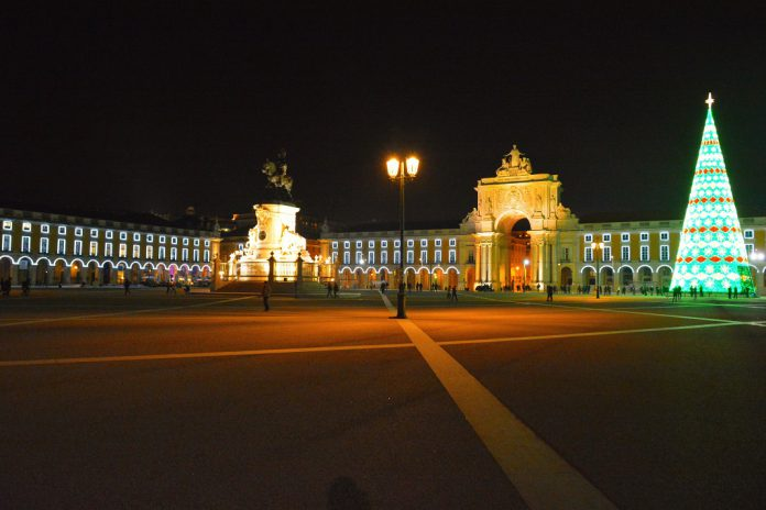 Luzes de Natal ascendem em Lisboa