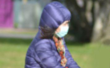 COVID-19: Máscaras de três camadas mais eficazes contra grandes gotas respiratórias