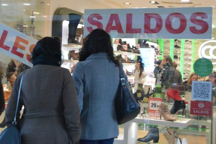 28% dos portugueses vão aos saldos no início do ano