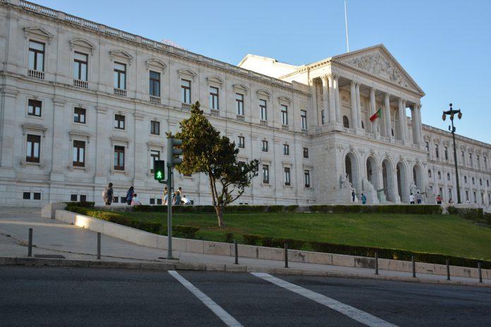 Optometrias apresentam petição no parlamento para regulamentação da profissão