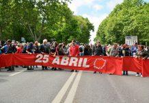 Desfile no 25 de Abril enche a Avenida da Liberdade em Lisboa
