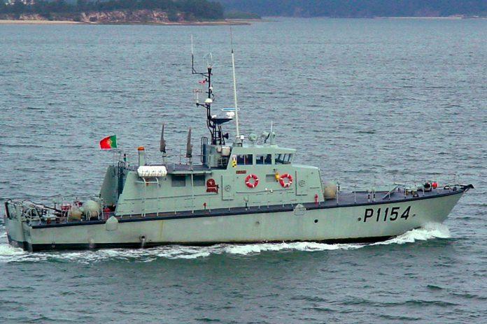 Sete pPescadores desaparecidos desde 14 de agosto resgatados pela Marinha escadores da embarcação de pesca desaparecida foram resgatados pela lancha da Marinha, Hidra. A balsa salva-vidas, onde se encontravam os náufragos foi detetada à deriva por aeronave C-295 da Força Aérea.