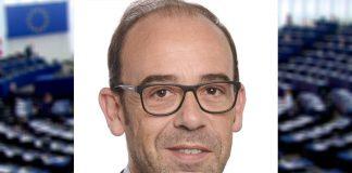 Morreu o eurodeputado açoriano André Bradford