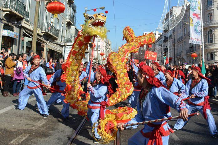 Ano Novo Chinês é celebrado em Lisboa com desfile e espetáculos