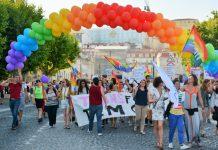 Campanha #DireitoASer assinala Dia Internacional de Luta contra a Homofobia, Transfobia e Bifobia