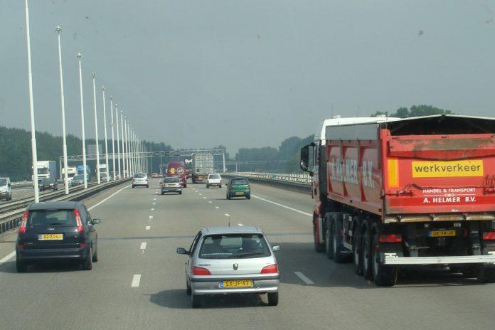 Parques de estacionamento europeus para camiões são inseguros e insuficientes
