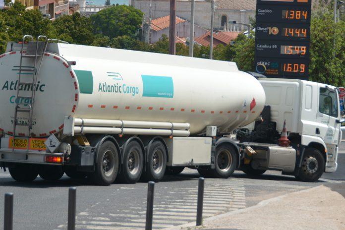Motoristas da GNR, PSP e FA asseguram transporte de combustíveis