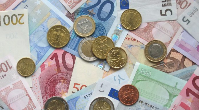 Maioria dos europeus apoia o euro como moeda única