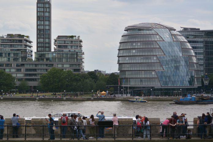 Londres com duras restrições devido a nova variante de coronavírus da COVID-19