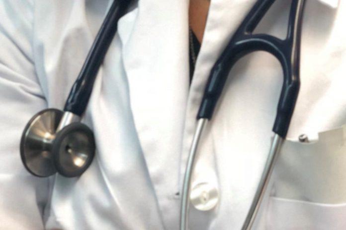 Profissionais de saúde com maiores taxas de COVID-19 durante confinamento