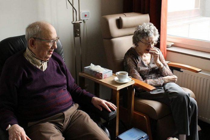 Como cuidar de idosos durante a pandemia de COVID-19