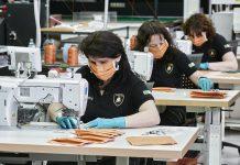 Automobili Lamborghini produz máscaras cirúrgicas e viseiras médicas