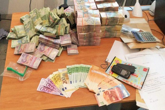 Falsificadores de notas de euros e leu romeno presos em Espanha e Roménia