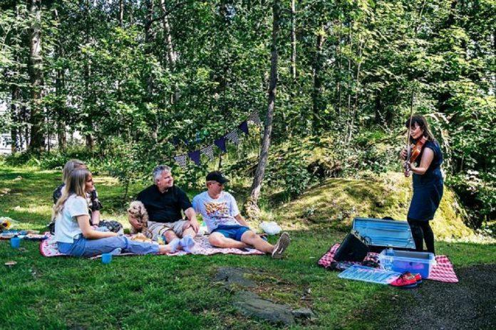 Art Gift: Em Helsínquia a arte é levada em segurança junto das pessoas