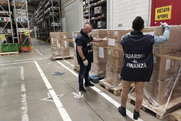 Polícias apreendem milhões de produtos falsificados e ilegais incluindo mascaras faciais