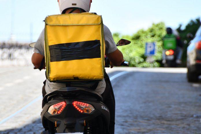 DECO PROTESTE denuncia altas taxas cobradas pela Glovo e UberEats
