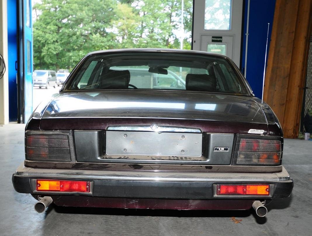 Jaguar de 1993, modelo XJR 6