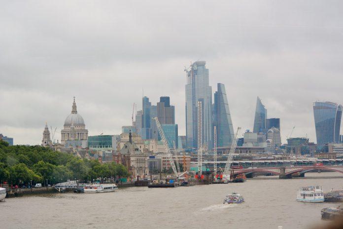 Reino Unido está a monitorizar o coronavírus nas águas dos esgotos