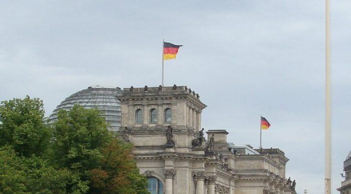 União Europeia impõe sansões a responsáveis por ciberataques ao Bundestag