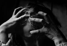 Delírio pode ser um sintoma precoce da COVID-19