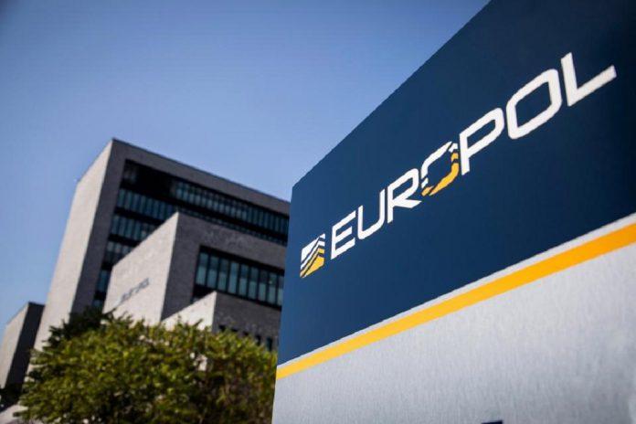 Polícia europeia prende 26 pessoas por contrabando de migrantes