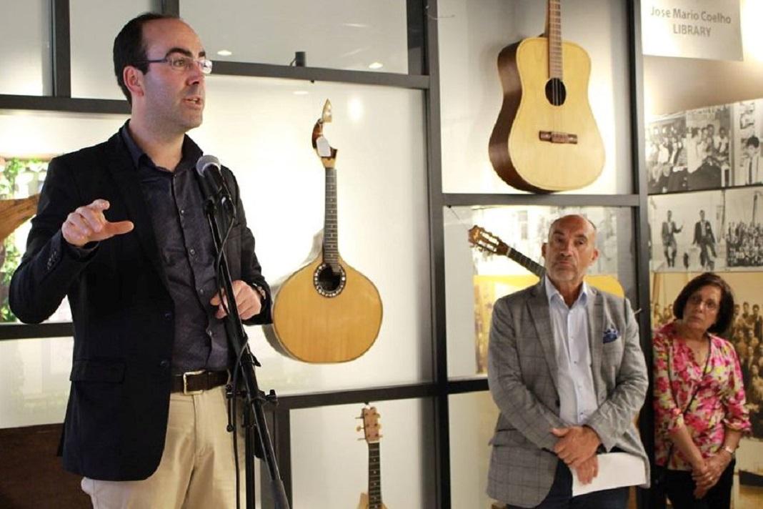 O historiador Daniel Bastos (esq.), cujo percurso tem sido alicerçado no seio das Comunidades Portuguesas, acompanhado em 2016 do comendador Manuel DaCosta (dir.) na Galeria dos Pioneiros Portugueses, no âmbito de uma conferência sobre a Emigração Portuguesa