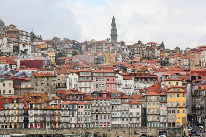 Coronavírus: No Porto, Faculdade de Farmácia e ICBAS com aulas suspensas