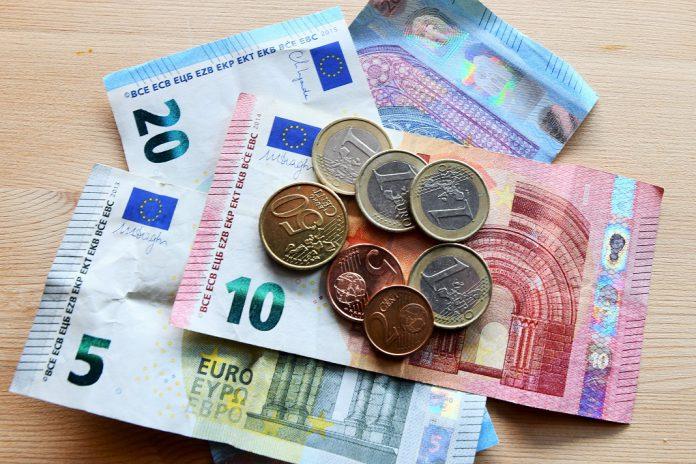 Uso do dinheiro não é um risco particular de contrair COVID-19