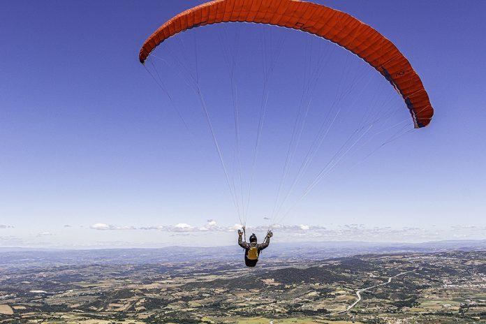 Piloto português bate recorde de voo em parapente de Macedo a Segóvia